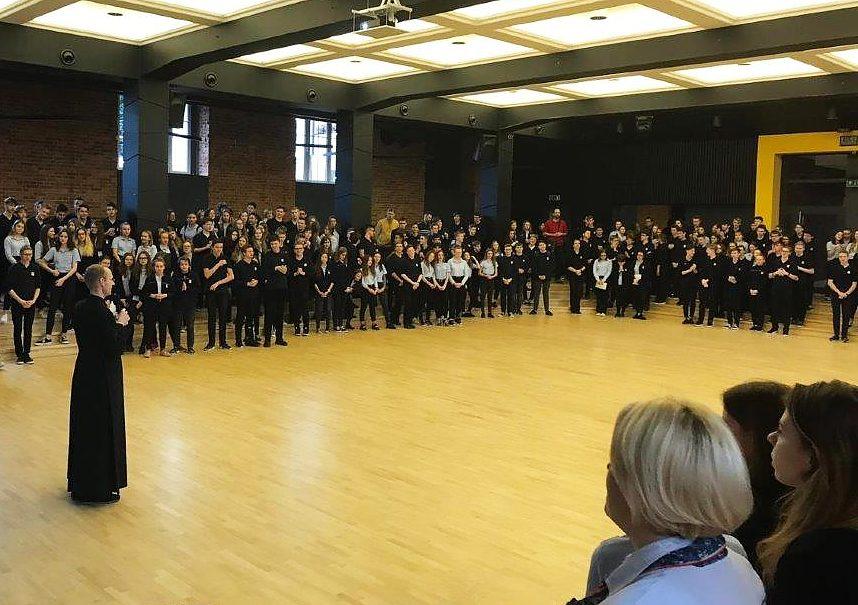 Foto Morgenasprache in der Aula der Schule